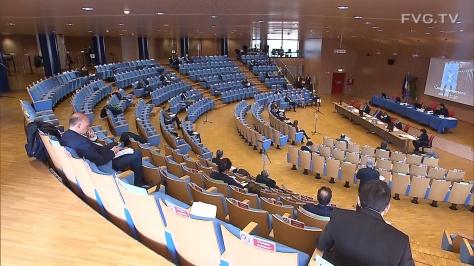 FVG approva unanimità misure sostegno economia